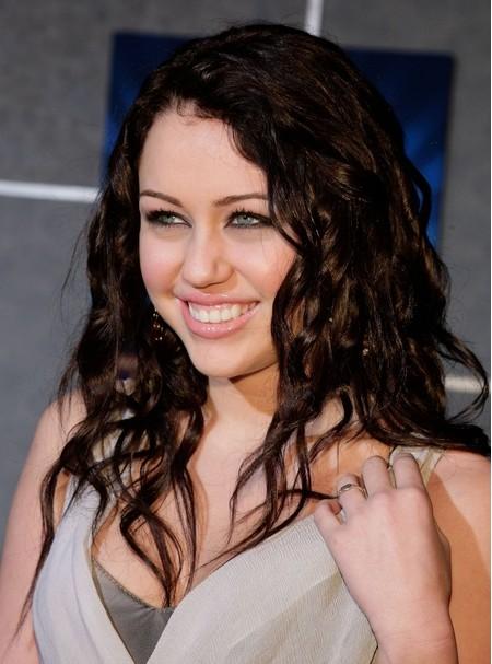 Miley Cyrus Long Hairstyles 2012 Coiffure Io Guide Magazine Coiffure Cheveux Beaute Et Tendances Numero 1