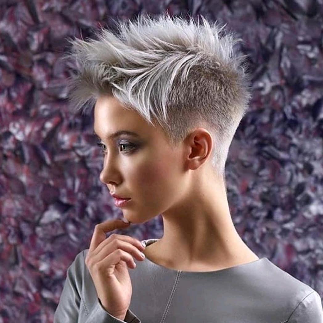 Coiffures droites faciles au quotidien pour cheveux courts - Tendances de coupe de cheveux courts pour femmes