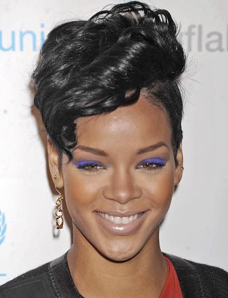 Coiffures Courtes Bouclés Rihanna