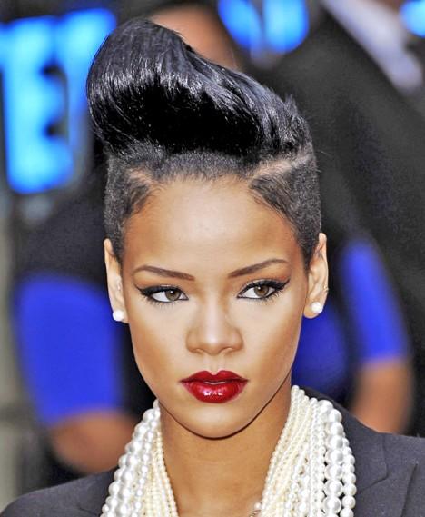 Rihanna Black Coiffures Courtes