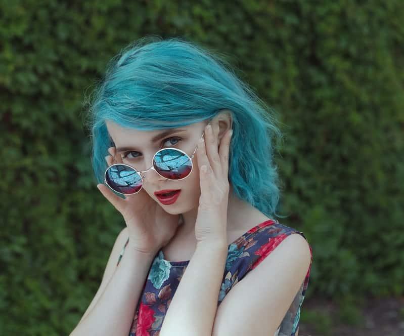 cheveux bleu sarcelle clair