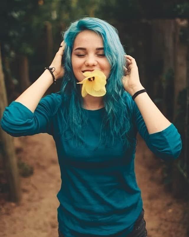 cheveux ombrés bleu sarcelle et bleu