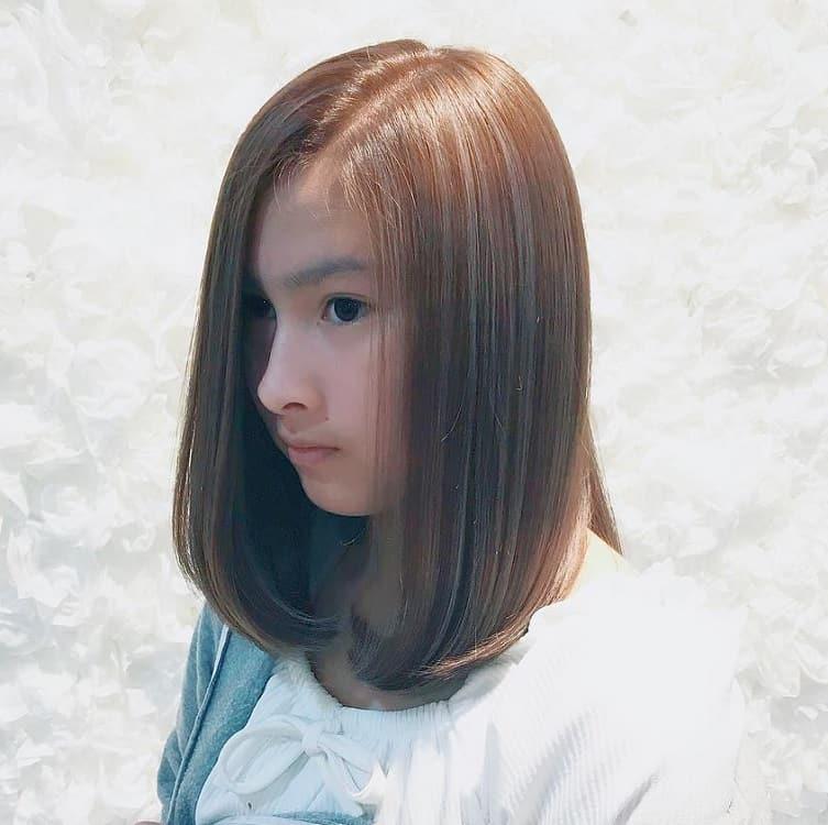 cheveux bruns reflets gris