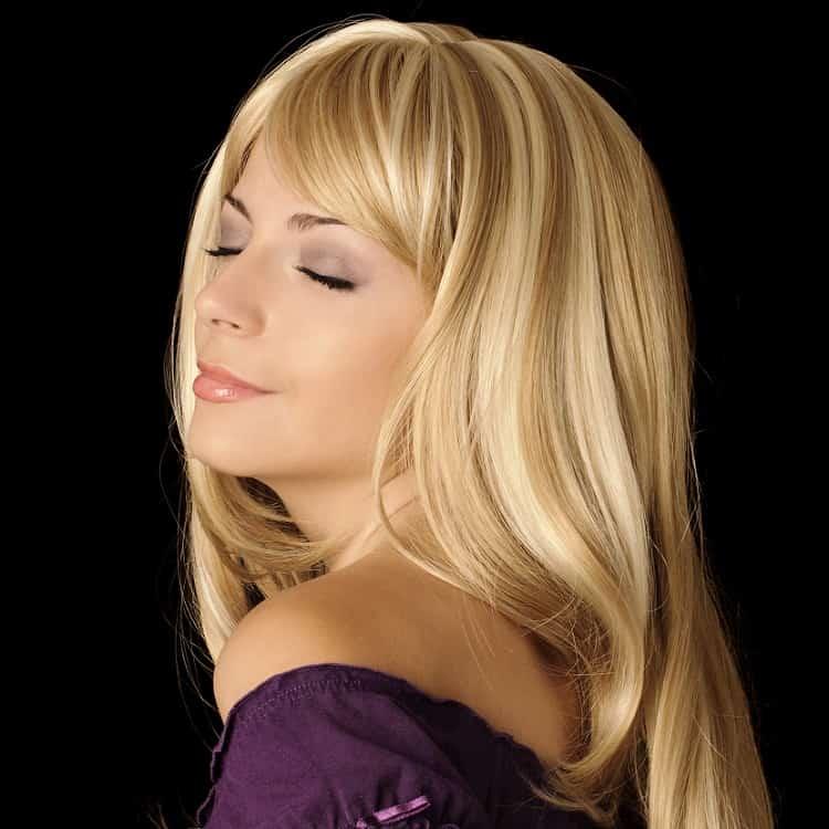 mèches de cheveux blonds