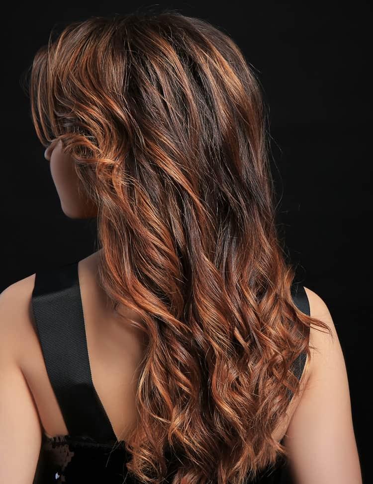 cheveux bruns avec mèches