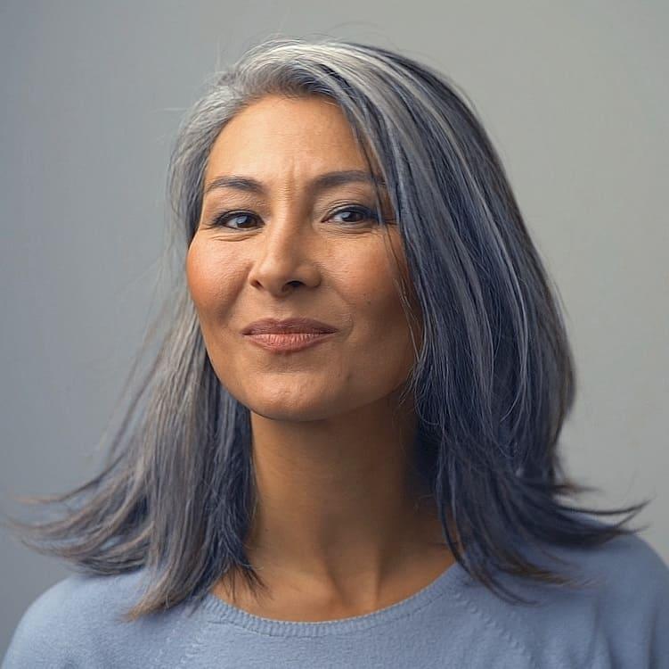 mèches de cheveux gris