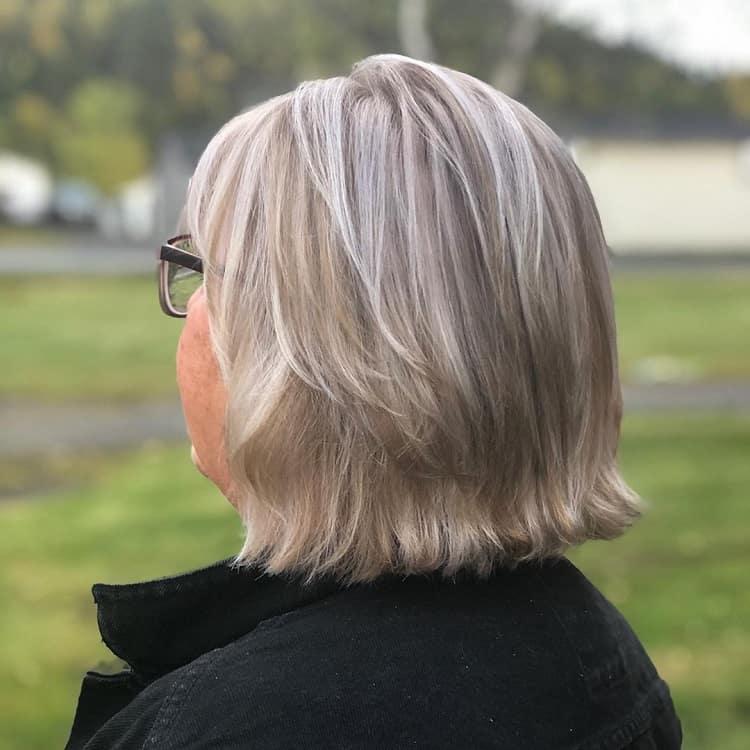 mèches de cheveux blancs