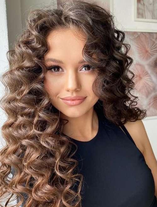 Nouvelles coupes de cheveux pour cheveux longs bouclés