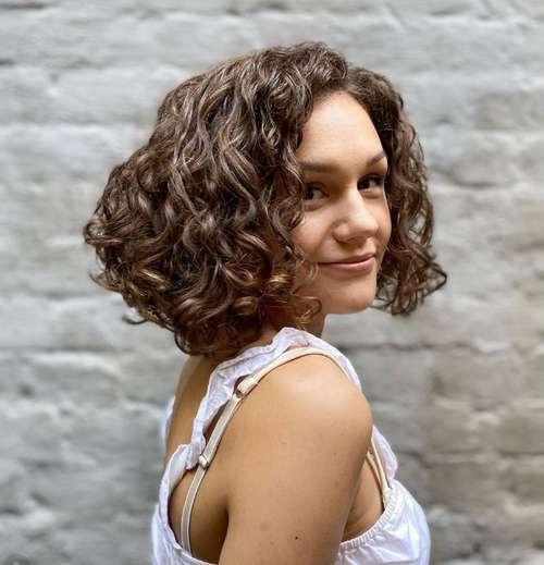 Coupes de cheveux bouclés pour les femmes
