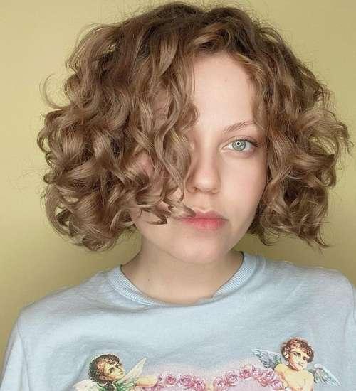 Longue coupe de cheveux bob bob bouclés