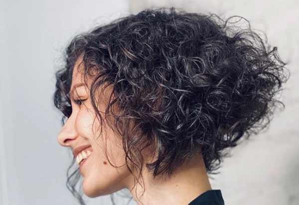 Coupes de cheveux pour les photos de cheveux bouclés