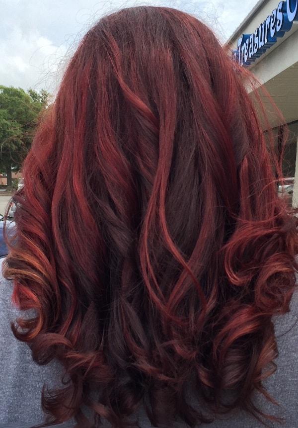 couleur de cheveux de balayage rouge